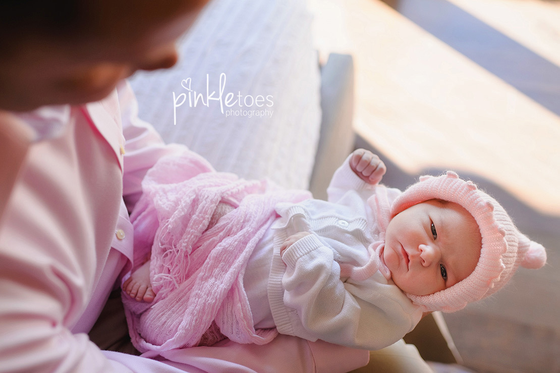 Pinkle-toes-austin-newborn-baby-girl-lifestyle-family-photographer-06
