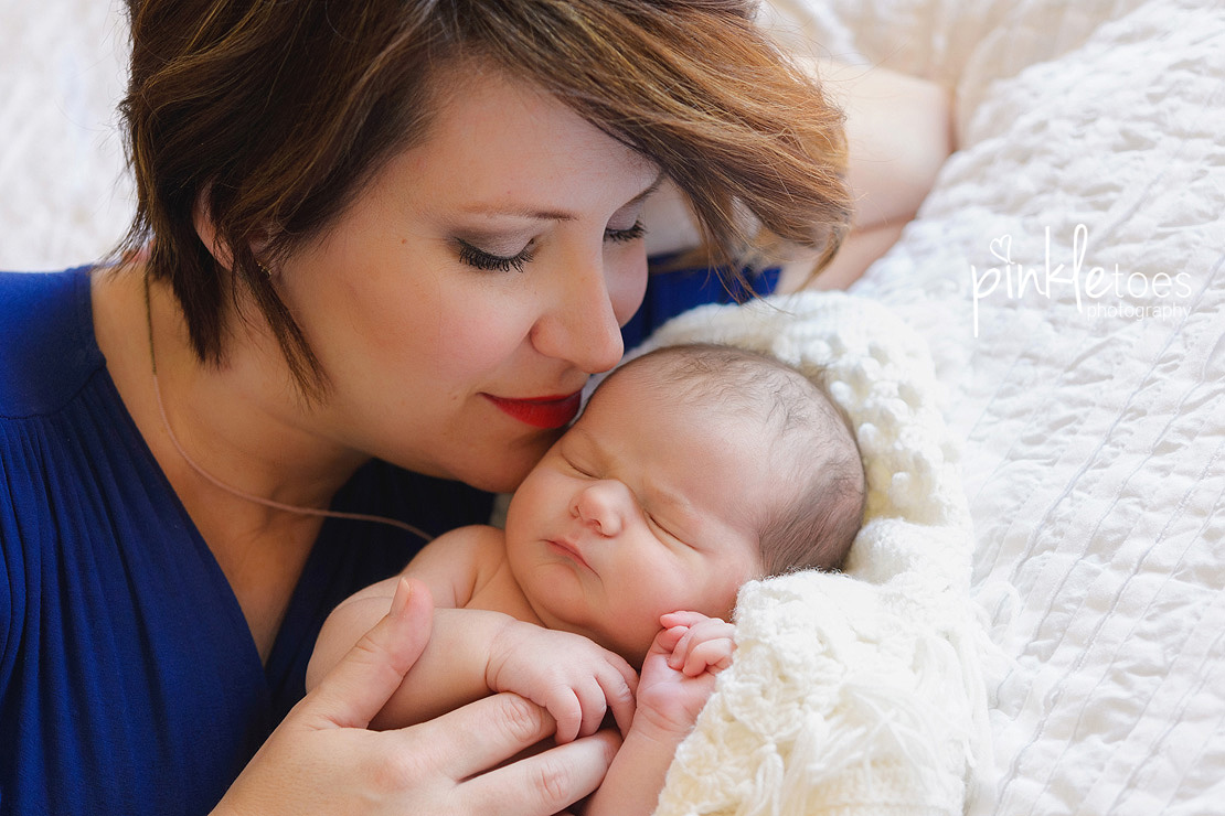 Pinkle-toes-austin-newborn-baby-girl-lifestyle-family-photographer-16