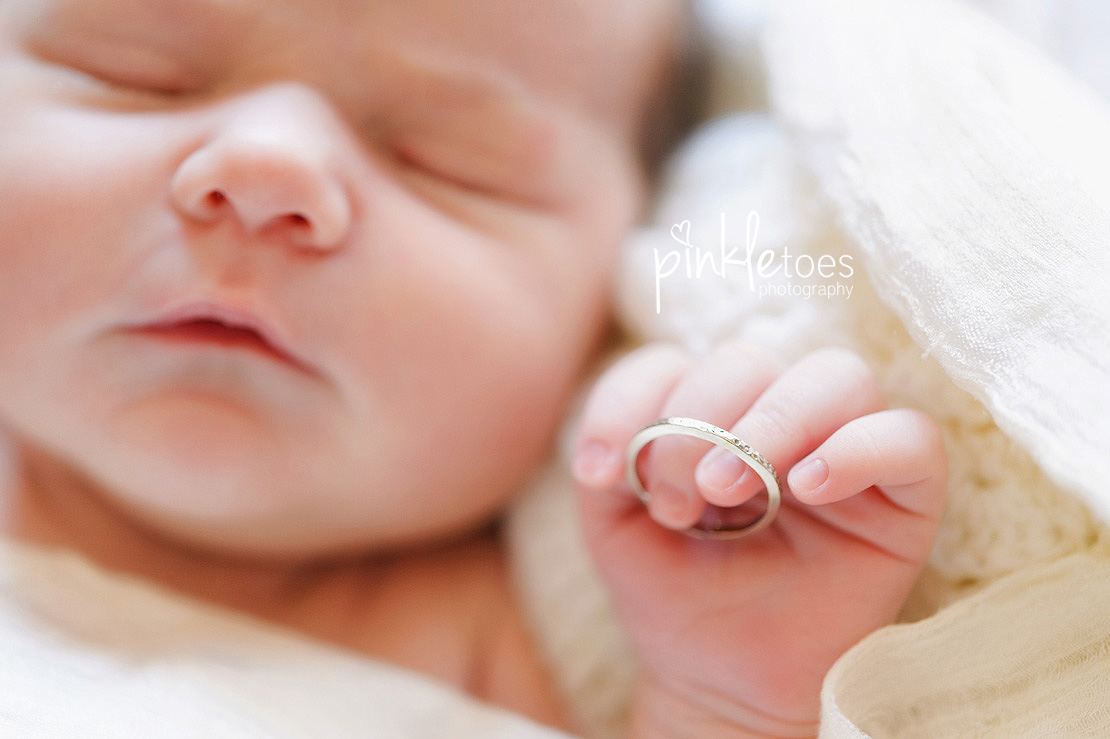 Pinkle-toes-austin-newborn-baby-girl-lifestyle-family-photographer-17