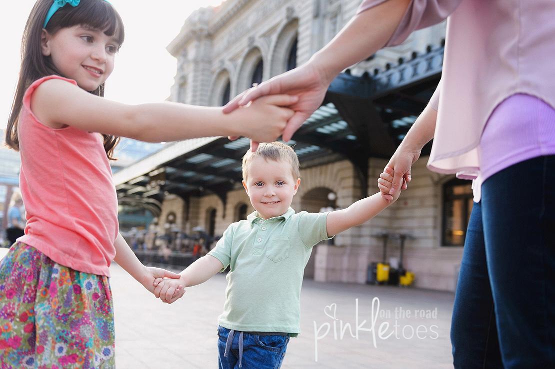 Pinkle-toes-austin-texas-denver-colorado-fun-urban-lifestyle-family-photographer_13