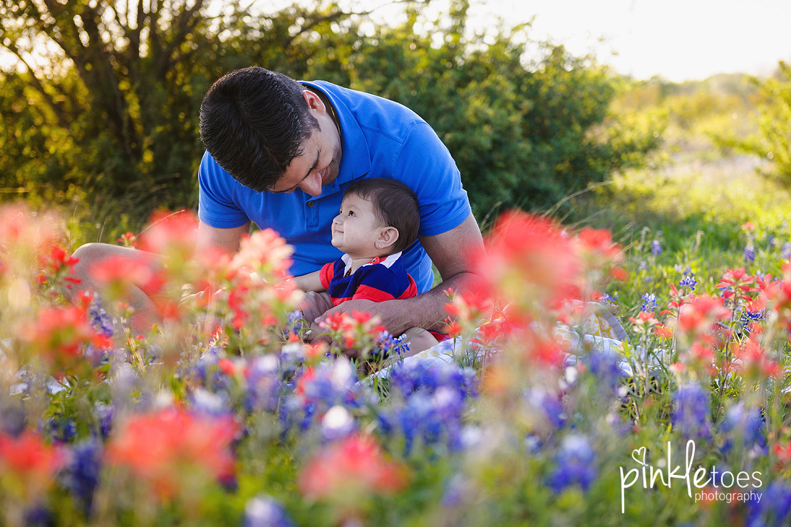 austin-texas-wildflowers-bluebonnets-family-kids-baby-photographer-07-BW