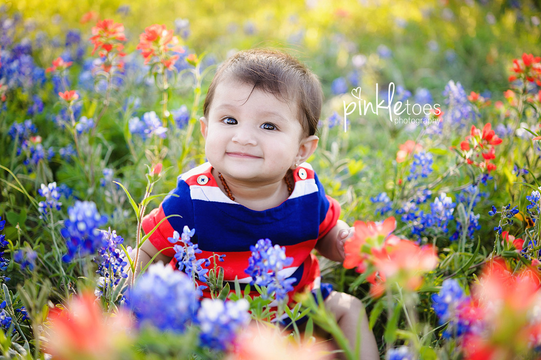austin-texas-wildflowers-bluebonnets-family-kids-baby-photographer-08-BW