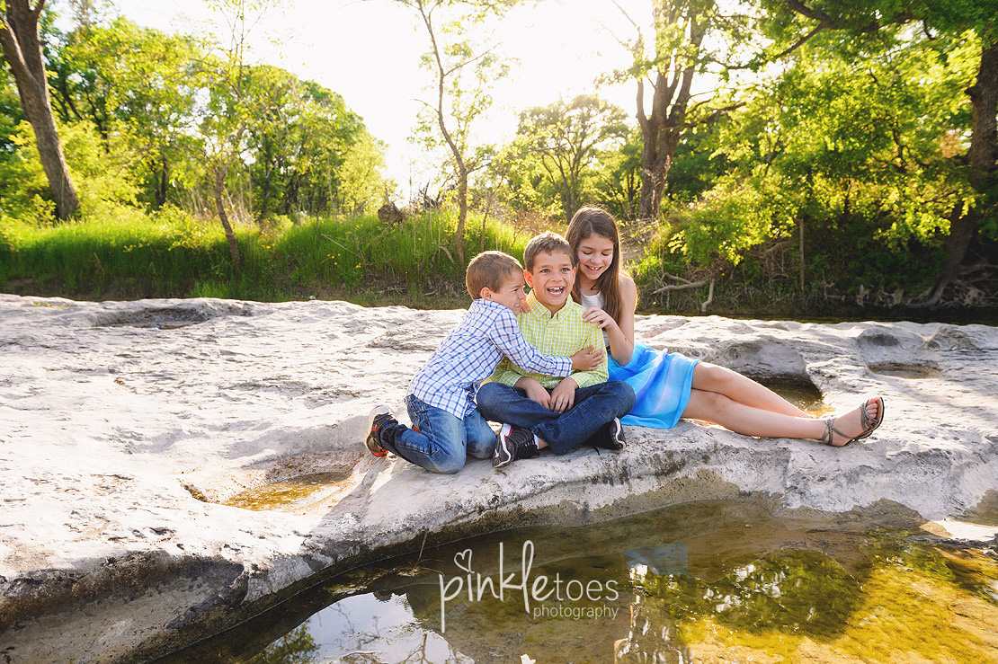 fun-candid-wildflower-austin-texas-family-kids-lifestyle-photographer-mckinney-falls-01