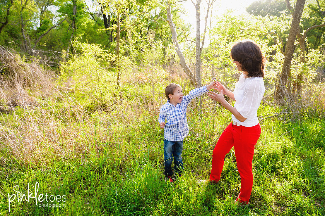 fun-candid-wildflower-austin-texas-family-kids-lifestyle-photographer-mckinney-falls-04