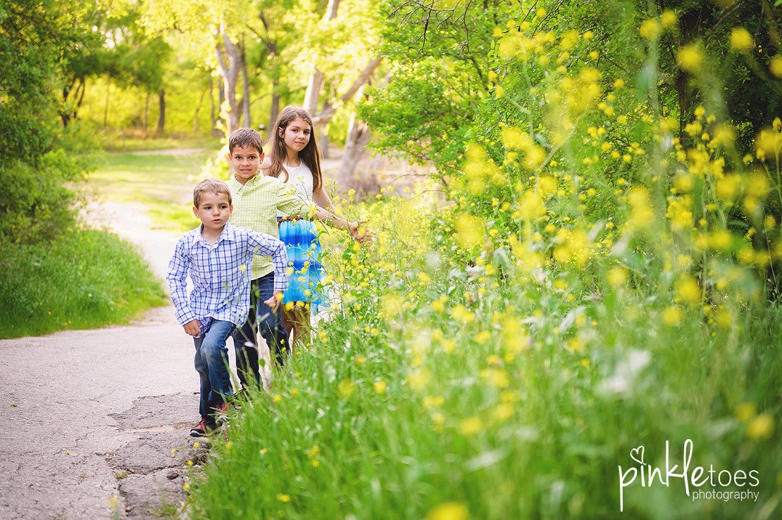 fun-candid-wildflower-austin-texas-family-kids-lifestyle-photographer-mckinney-falls-08