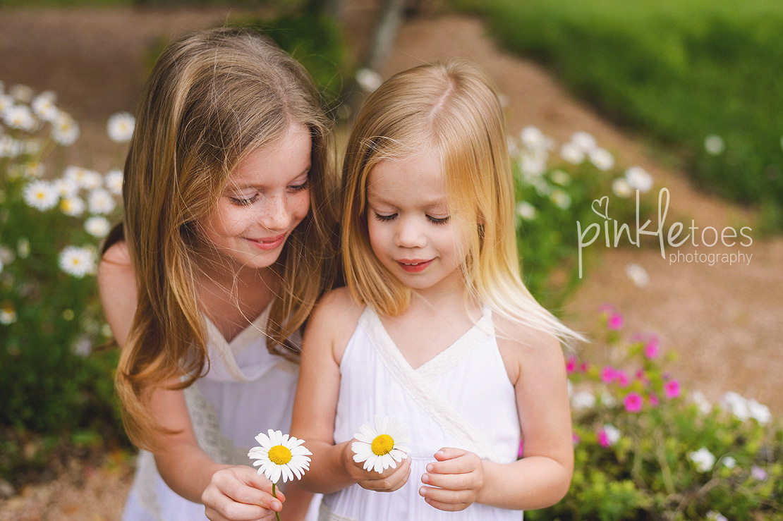 austin-family-classic-portraiture-girls-white-dresses-texas-wildflowers-stream-01