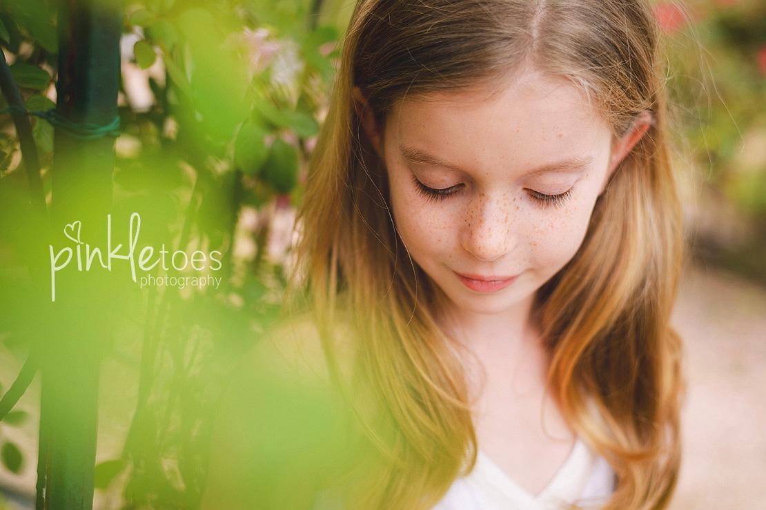 austin-family-classic-portraiture-girls-white-dresses-texas-wildflowers-stream-02