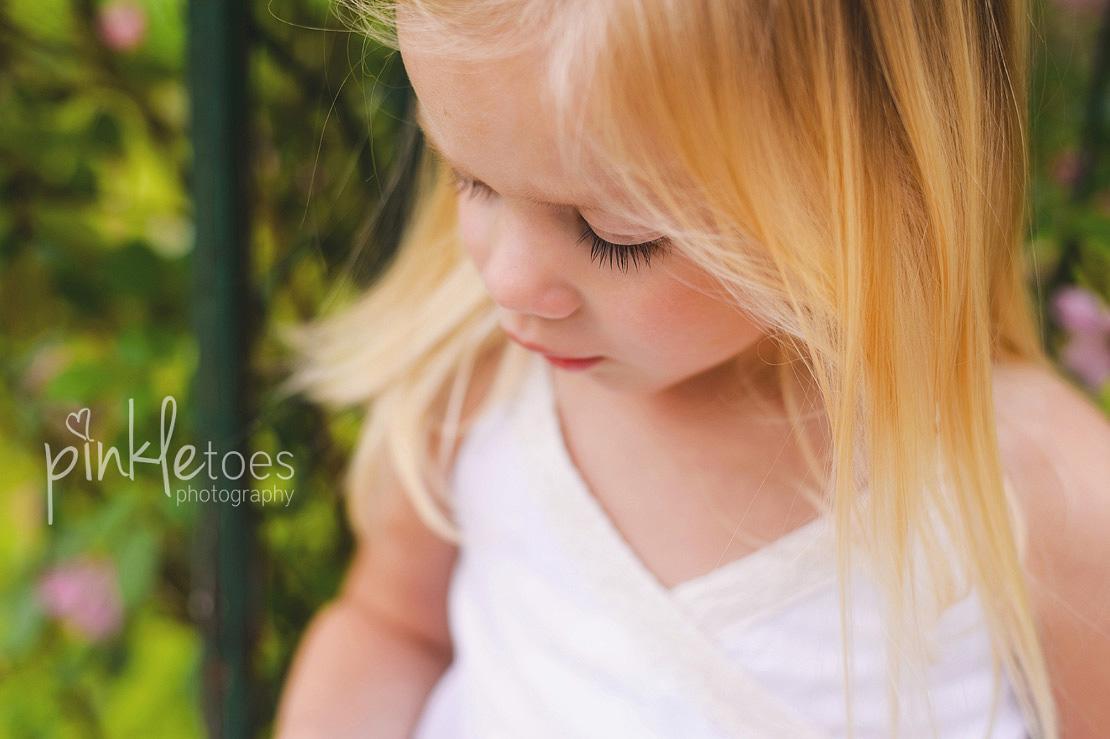 austin-family-classic-portraiture-girls-white-dresses-texas-wildflowers-stream-03