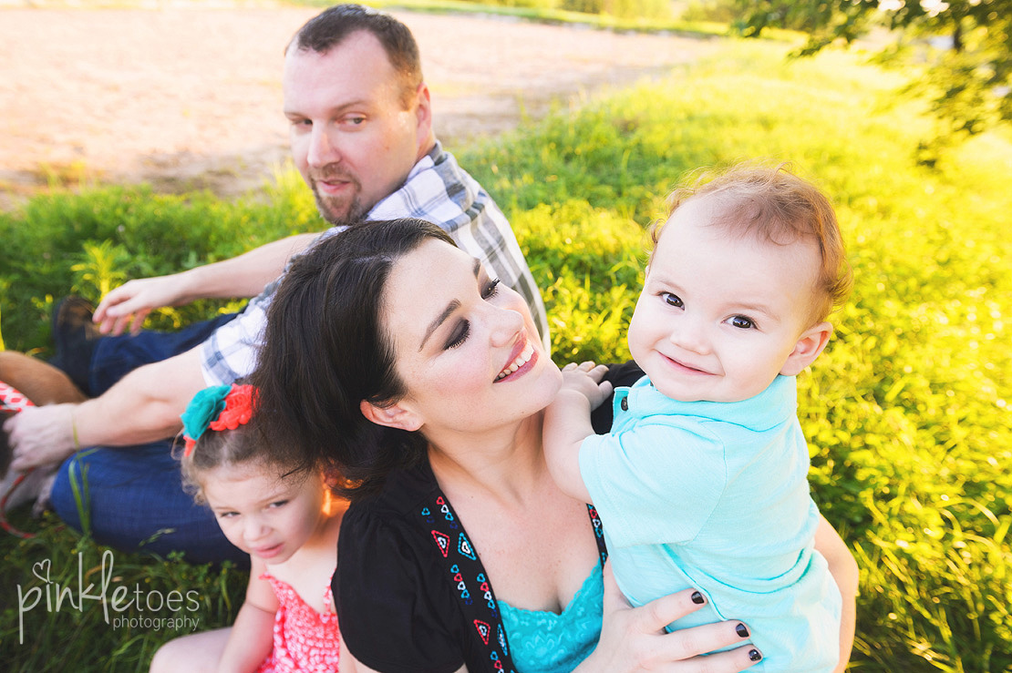 004-austin-family-photography-photo-session-creek-pflugerville-04