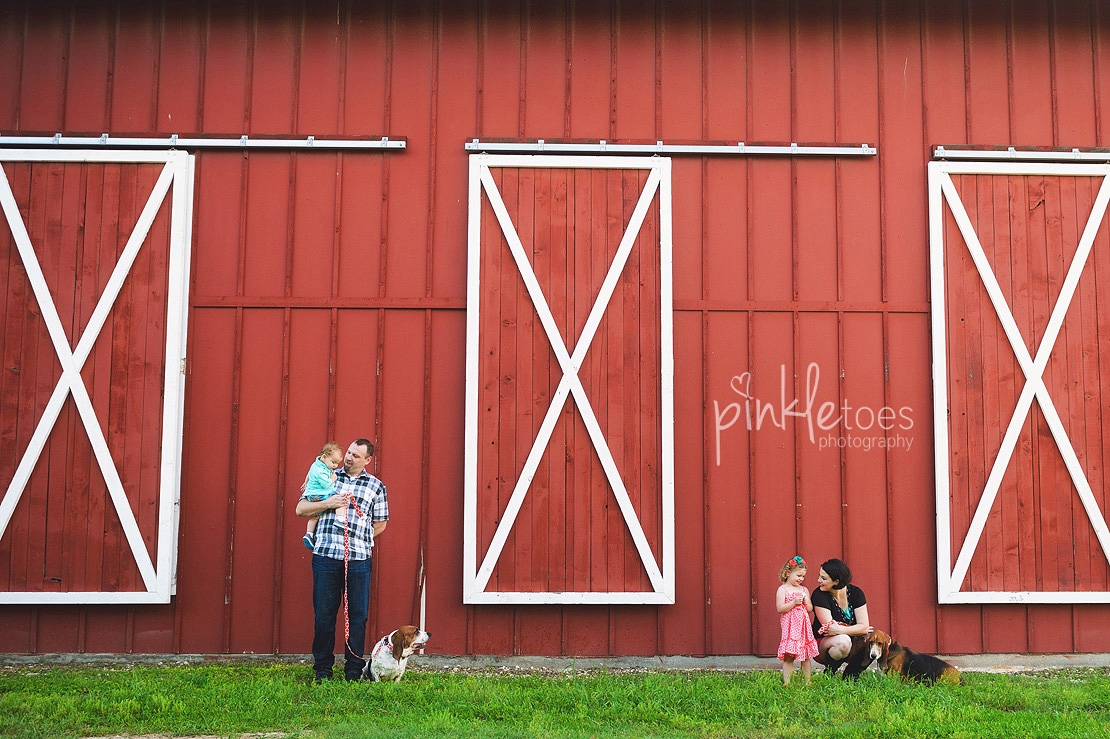 005-austin-family-photographer-photo-session-creek-pflugerville-red-barn-05