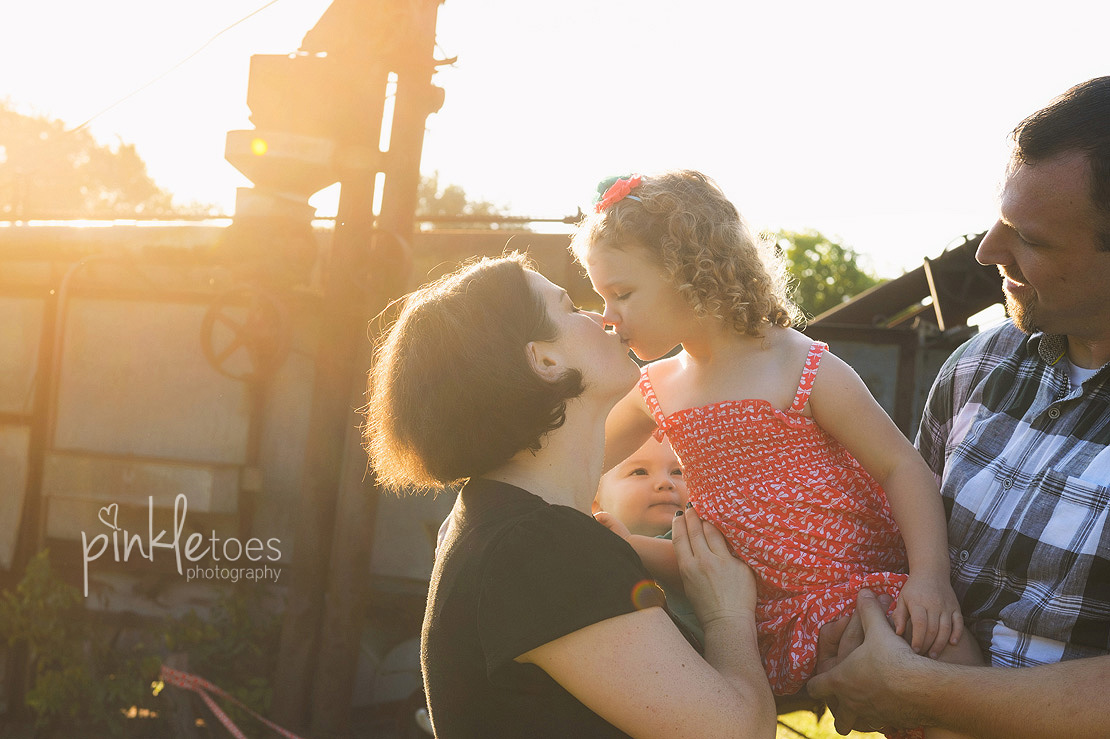 012-austin-family-photographer-photo-session-creek-pflugerville-12
