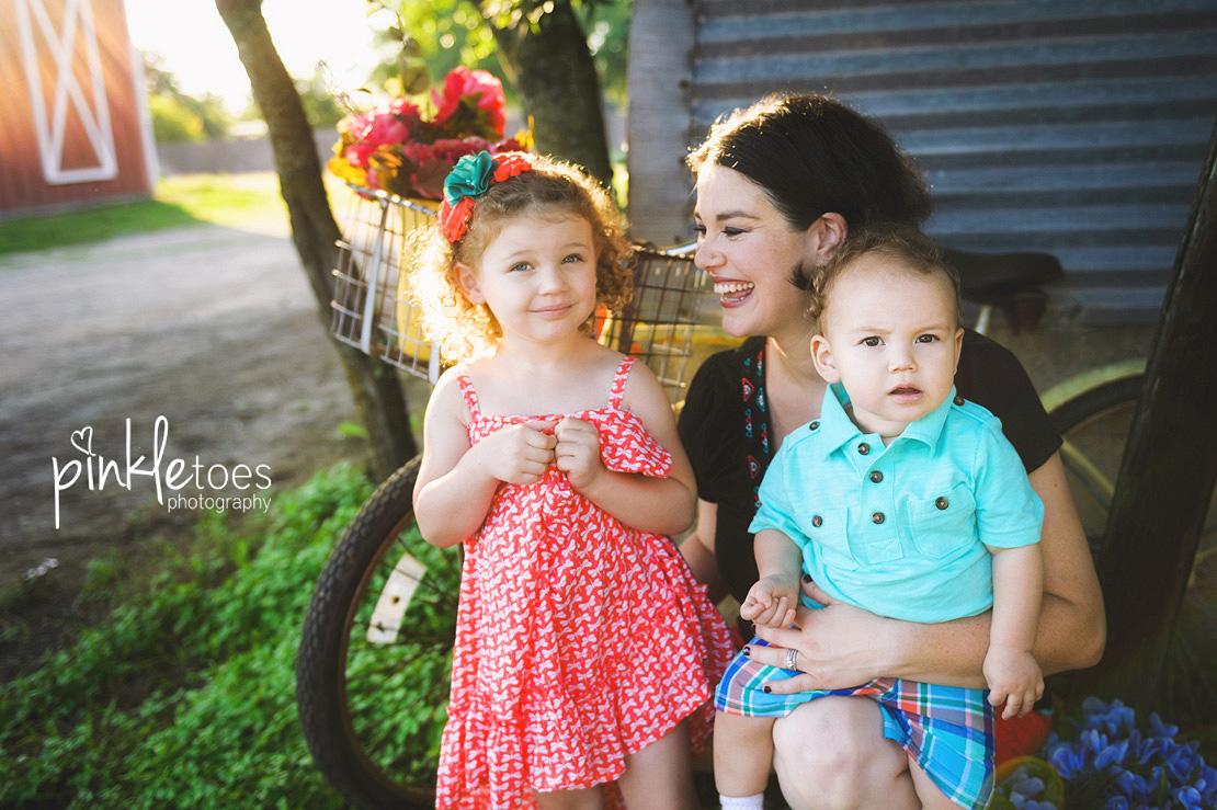 016-austin-family-photographer-photo-session-creek-pflugerville-16