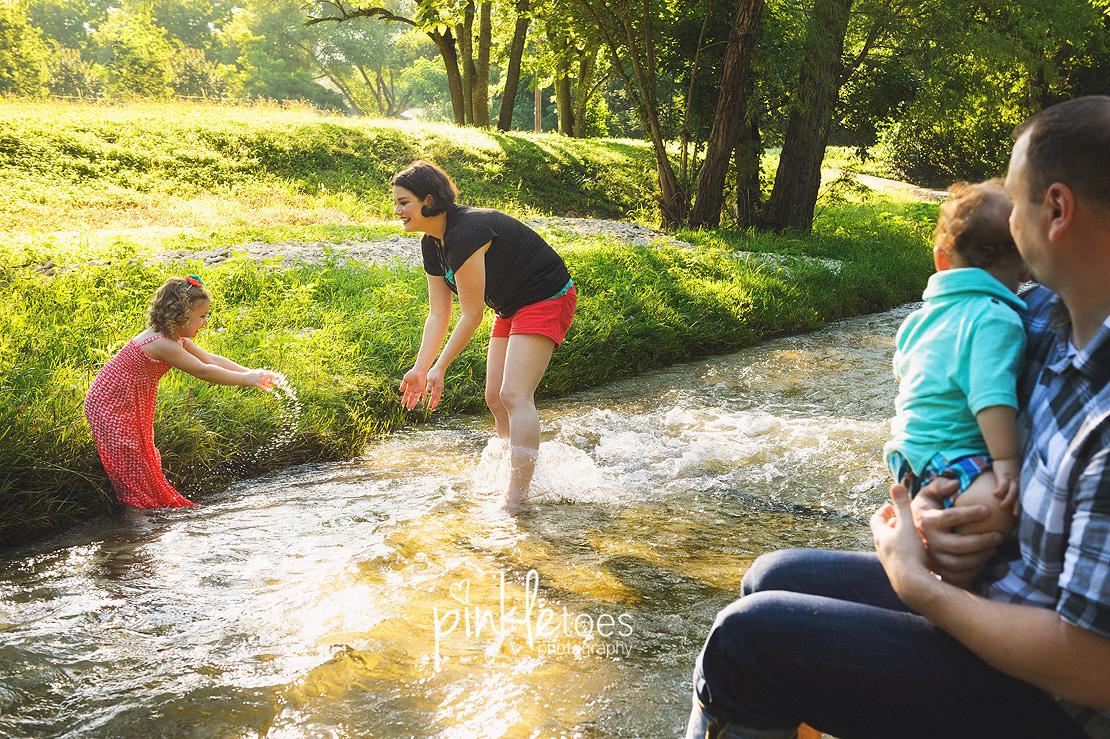 017-austin-family-photographer-photo-session-creek-pflugerville-17