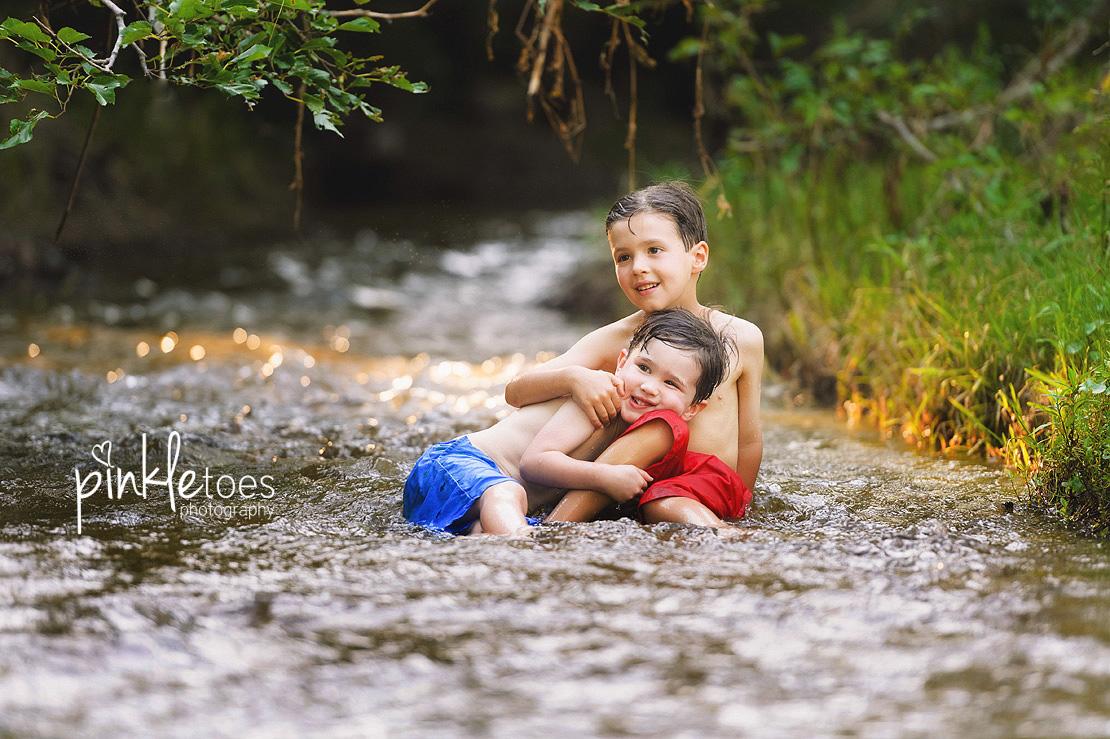 austin-kids-summer-family-fun-candid-photography-texas-creek-17