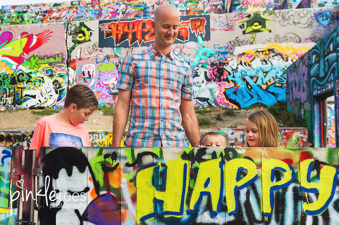 austin-graffiti-park-family-urban-colorful-kids-photography-01