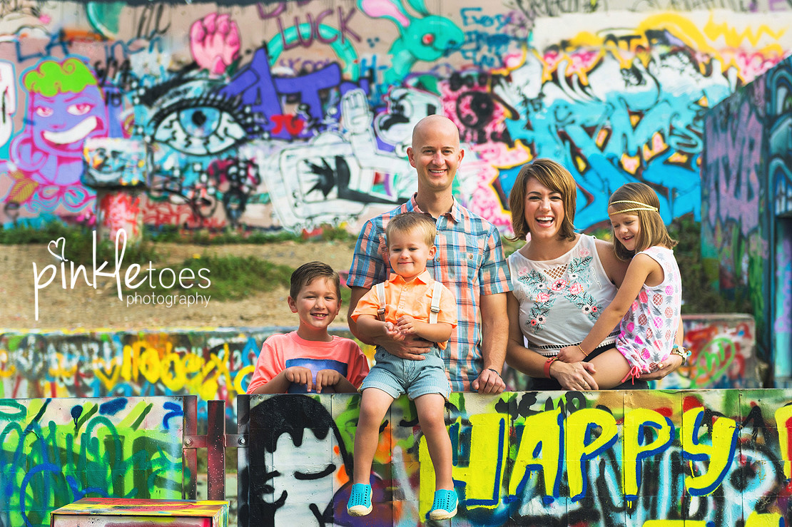 austin-graffiti-park-family-urban-colorful-kids-photography-02