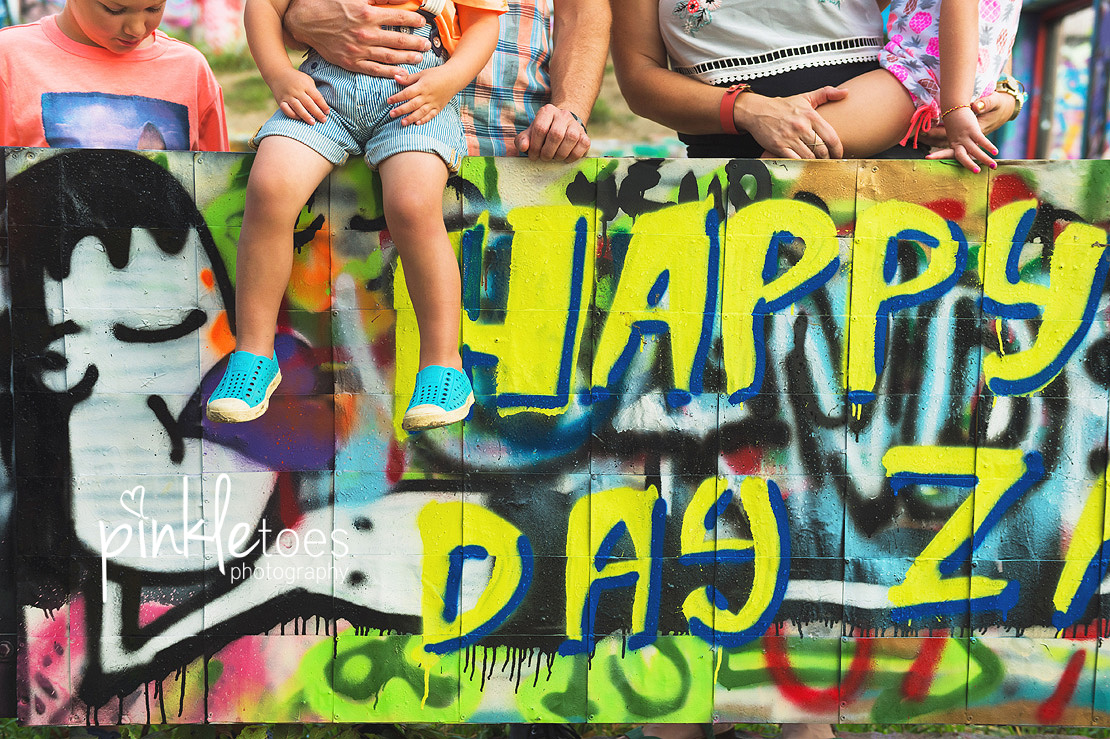 austin-graffiti-park-family-urban-colorful-kids-photography-03