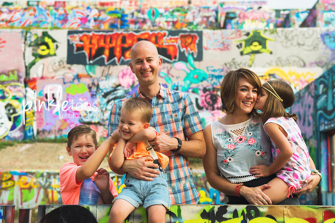 austin-graffiti-park-family-urban-colorful-kids-photography-04