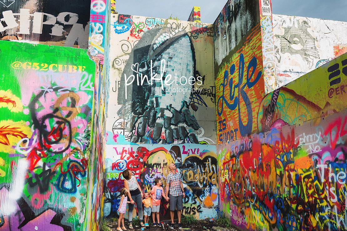 austin-graffiti-park-family-urban-colorful-kids-photography-07