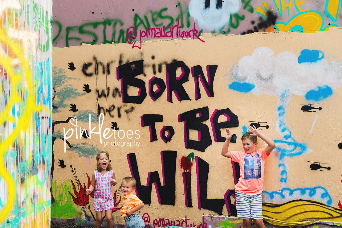 austin-graffiti-park-family-urban-colorful-kids-photography-08