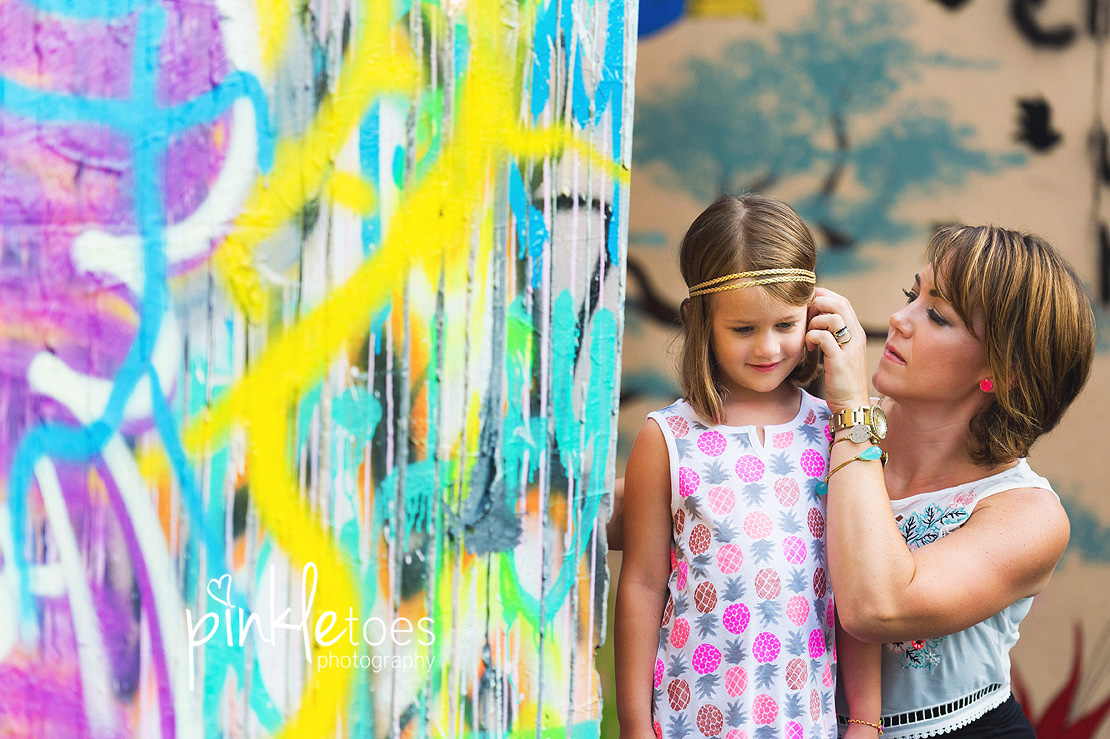 austin-graffiti-park-family-urban-colorful-kids-photography-10