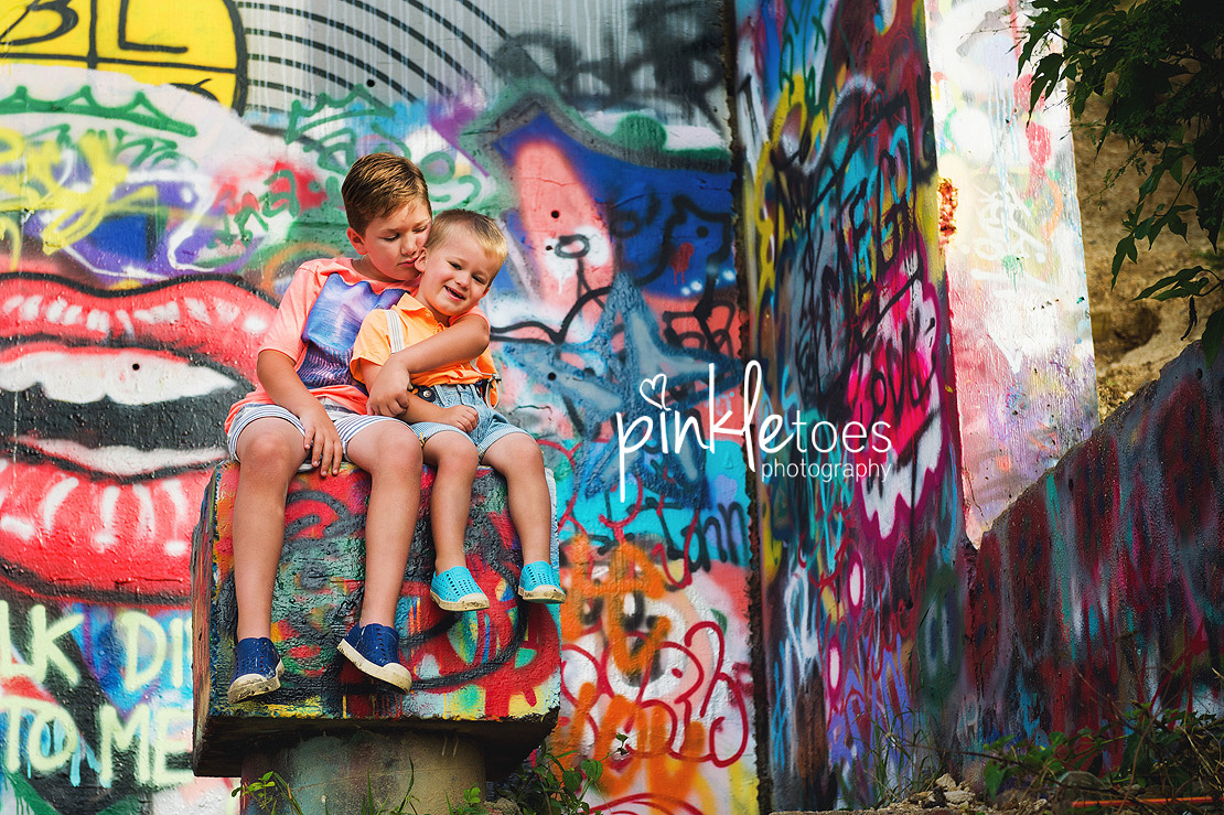 austin-graffiti-park-family-urban-colorful-kids-photography-13