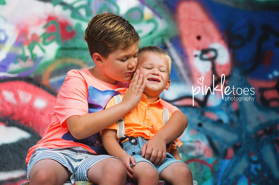 austin-graffiti-park-family-urban-colorful-kids-photography-14