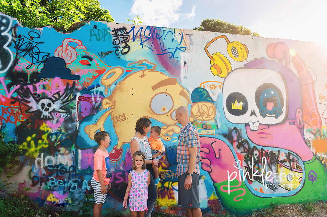 austin-graffiti-park-family-urban-colorful-kids-photography-16
