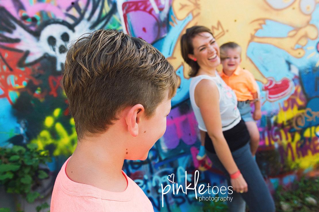 austin-graffiti-park-family-urban-colorful-kids-photography-17