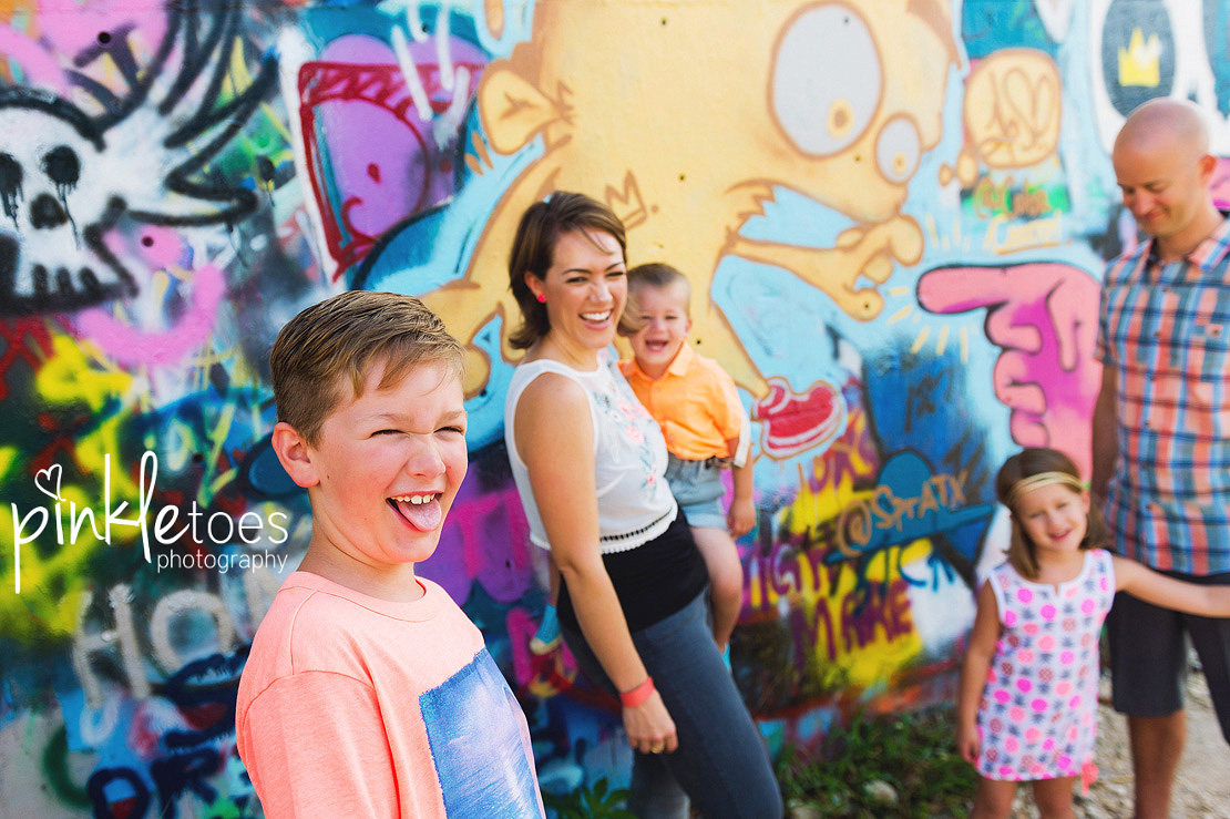 austin-graffiti-park-family-urban-colorful-kids-photography-18