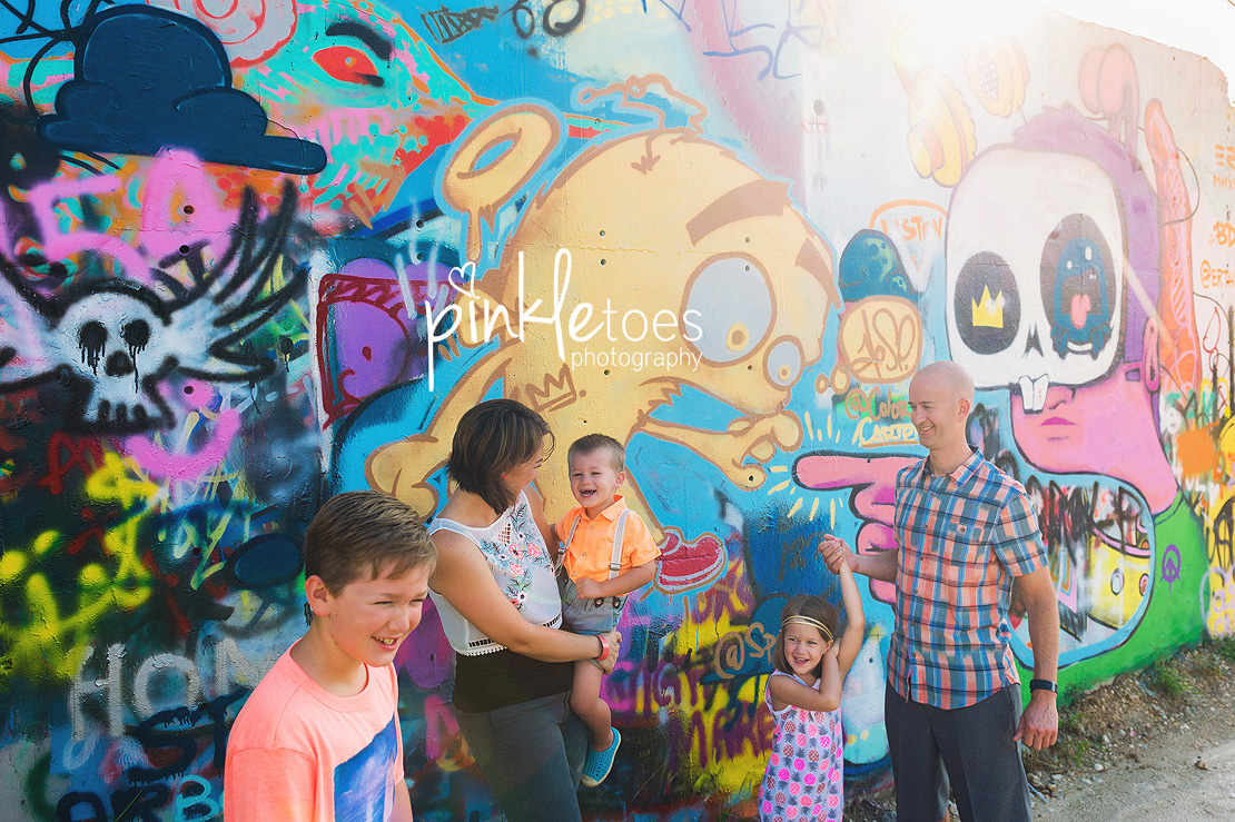 austin-graffiti-park-family-urban-colorful-kids-photography-19