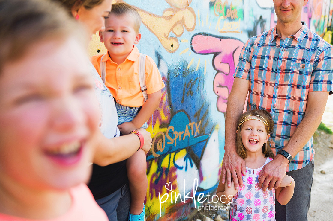 austin-graffiti-park-family-urban-colorful-kids-photography-20