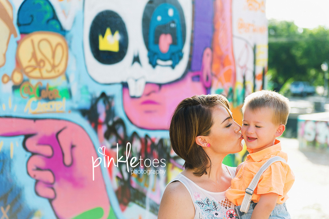 austin-graffiti-park-family-urban-colorful-kids-photography-21