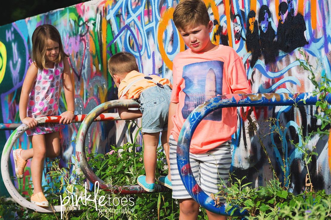 austin-graffiti-park-family-urban-colorful-kids-photography-26