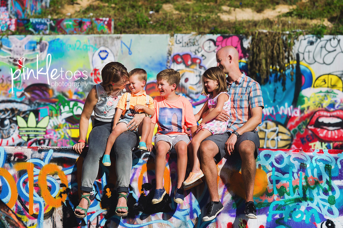 austin-graffiti-park-family-urban-colorful-kids-photography-28