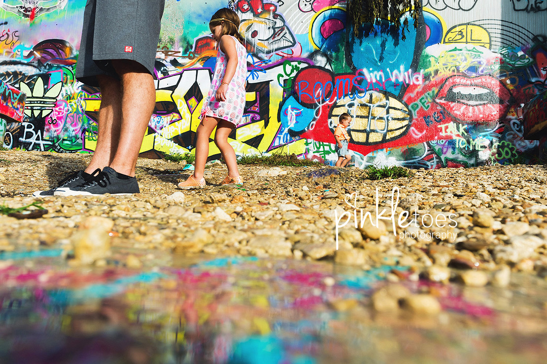 b-austin-graffiti-park-family-urban-colorful-kids-photography-12