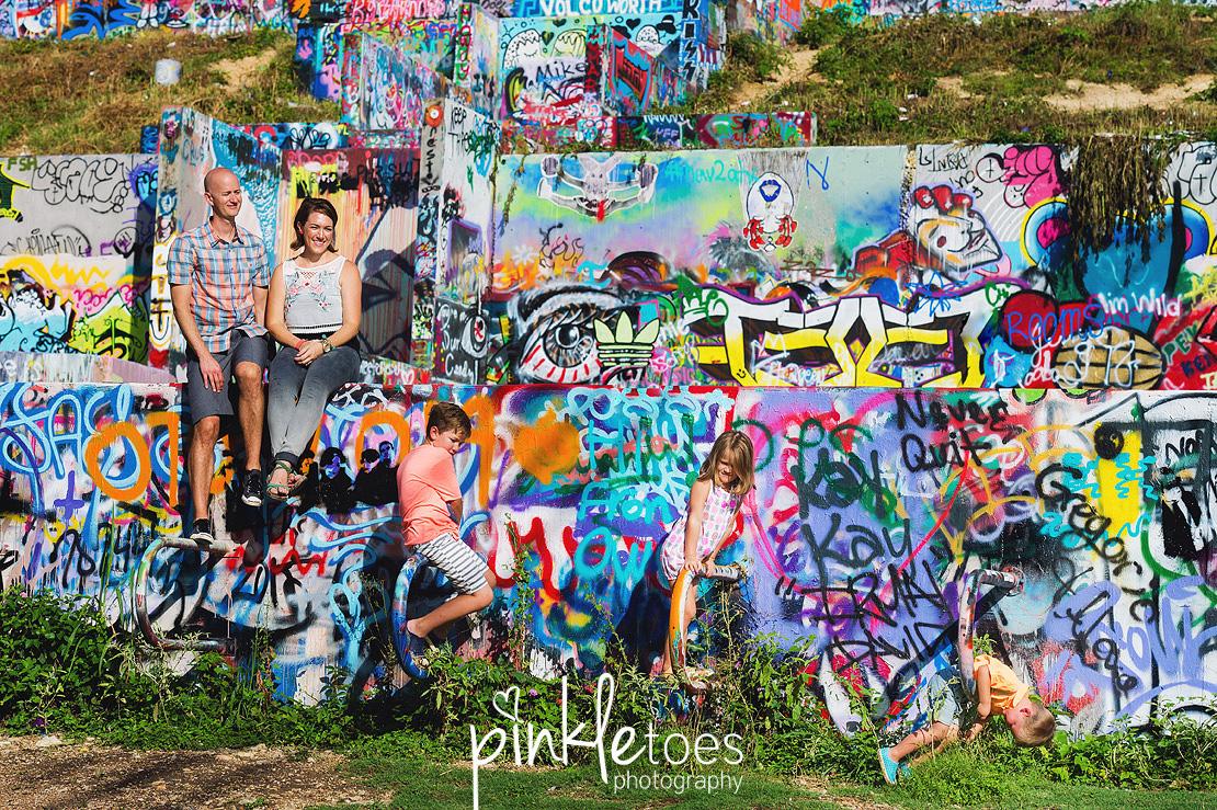 b-austin-graffiti-park-family-urban-colorful-kids-photography-27