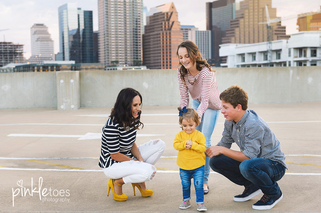candid-austin-lifestyle-relaxed-city-urban-family-photography-04