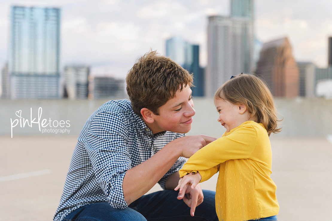 candid-austin-lifestyle-relaxed-city-urban-family-photography-08
