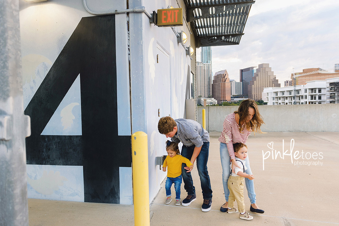 candid-austin-lifestyle-relaxed-city-urban-family-photography-09