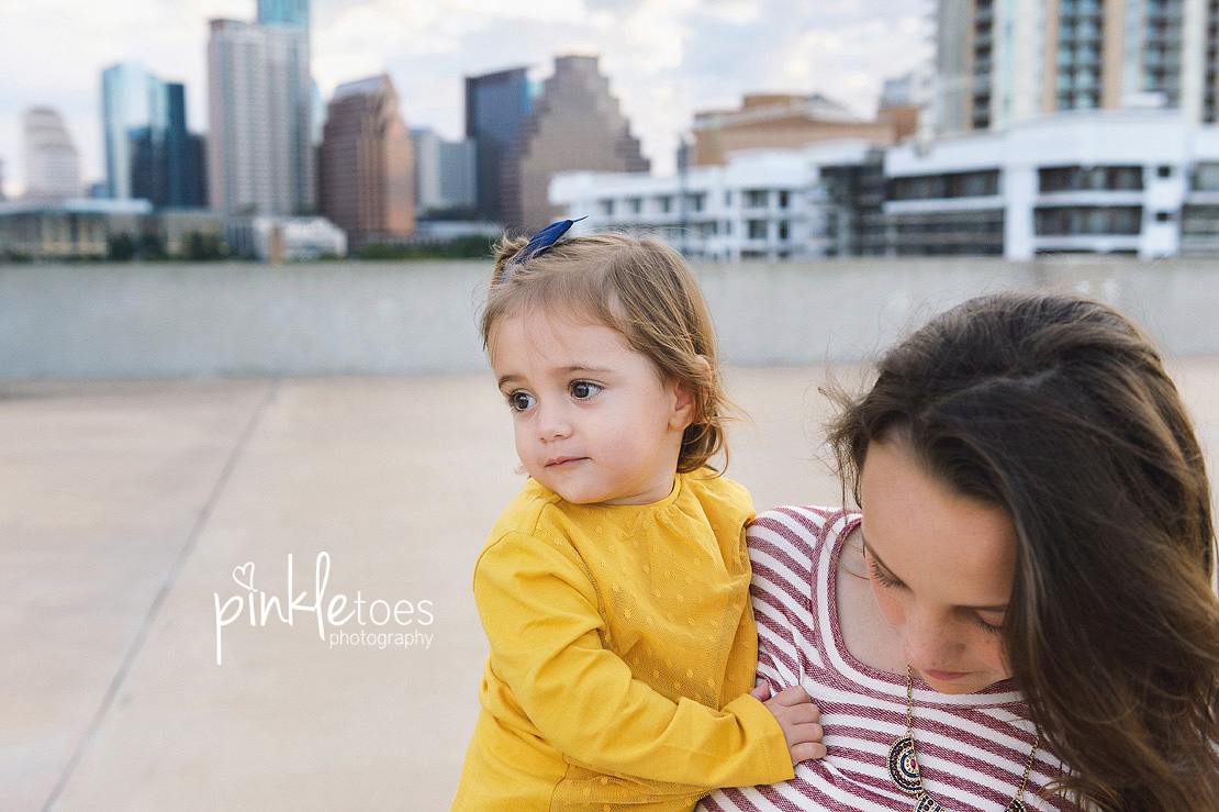 candid-austin-lifestyle-relaxed-city-urban-family-photography-11