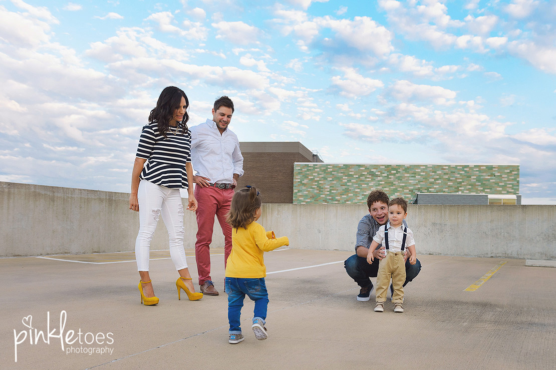 candid-austin-lifestyle-relaxed-city-urban-family-photography-12
