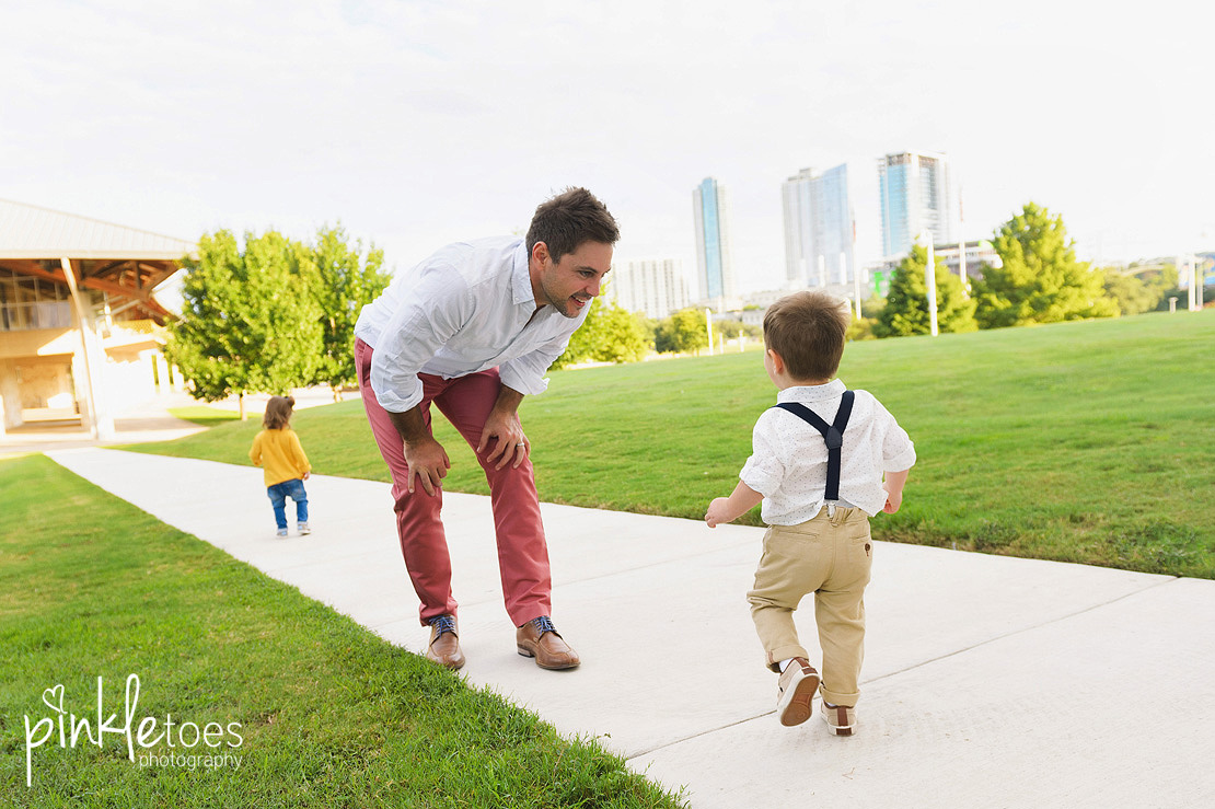 candid-austin-lifestyle-relaxed-city-urban-family-photography-27