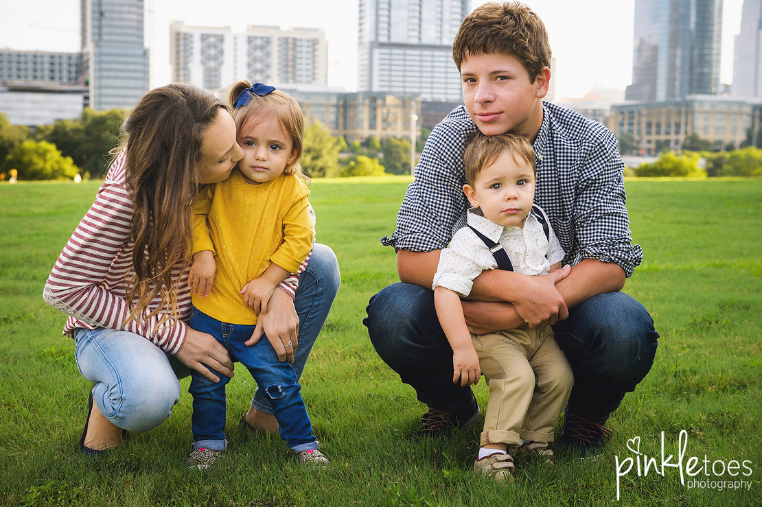 candid-austin-lifestyle-relaxed-city-urban-family-photography-30