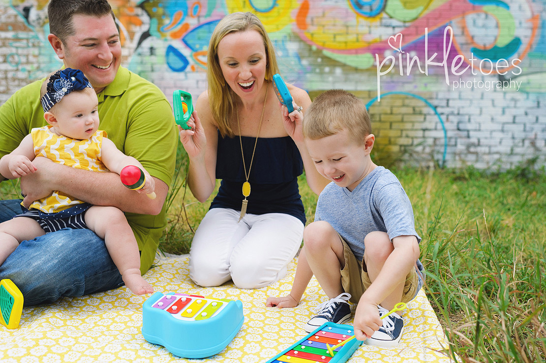 austin-colorful-bright-family-kids-hello-urban-photography-11