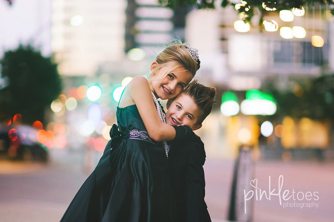 austin-chic-downtown-city-lights-family-kids-photography-19