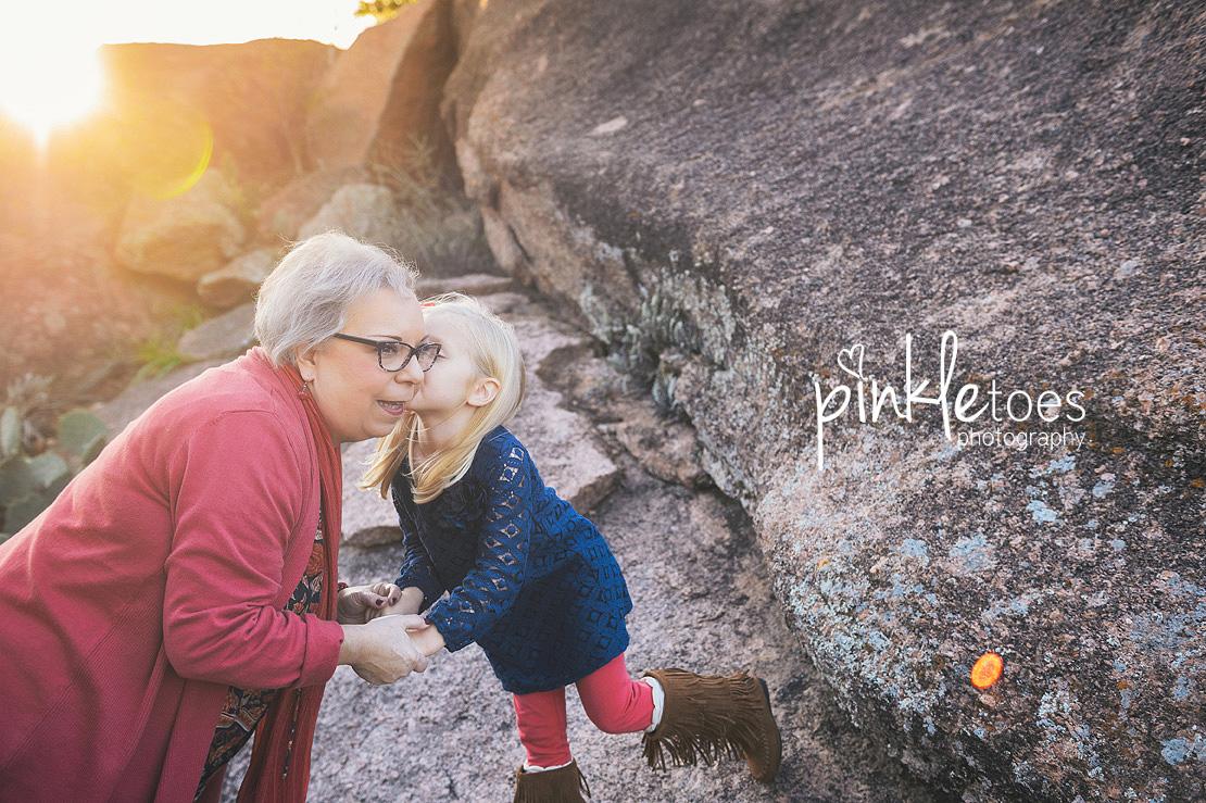 austin-desert-enchanted-rock-family-lifestyle-photography-11
